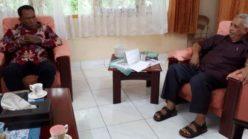 Bung Komar Diskusikan Semangat Kebhinekaan Bersama Uskup Leo Laba Ladjar, OFM di Jayapura