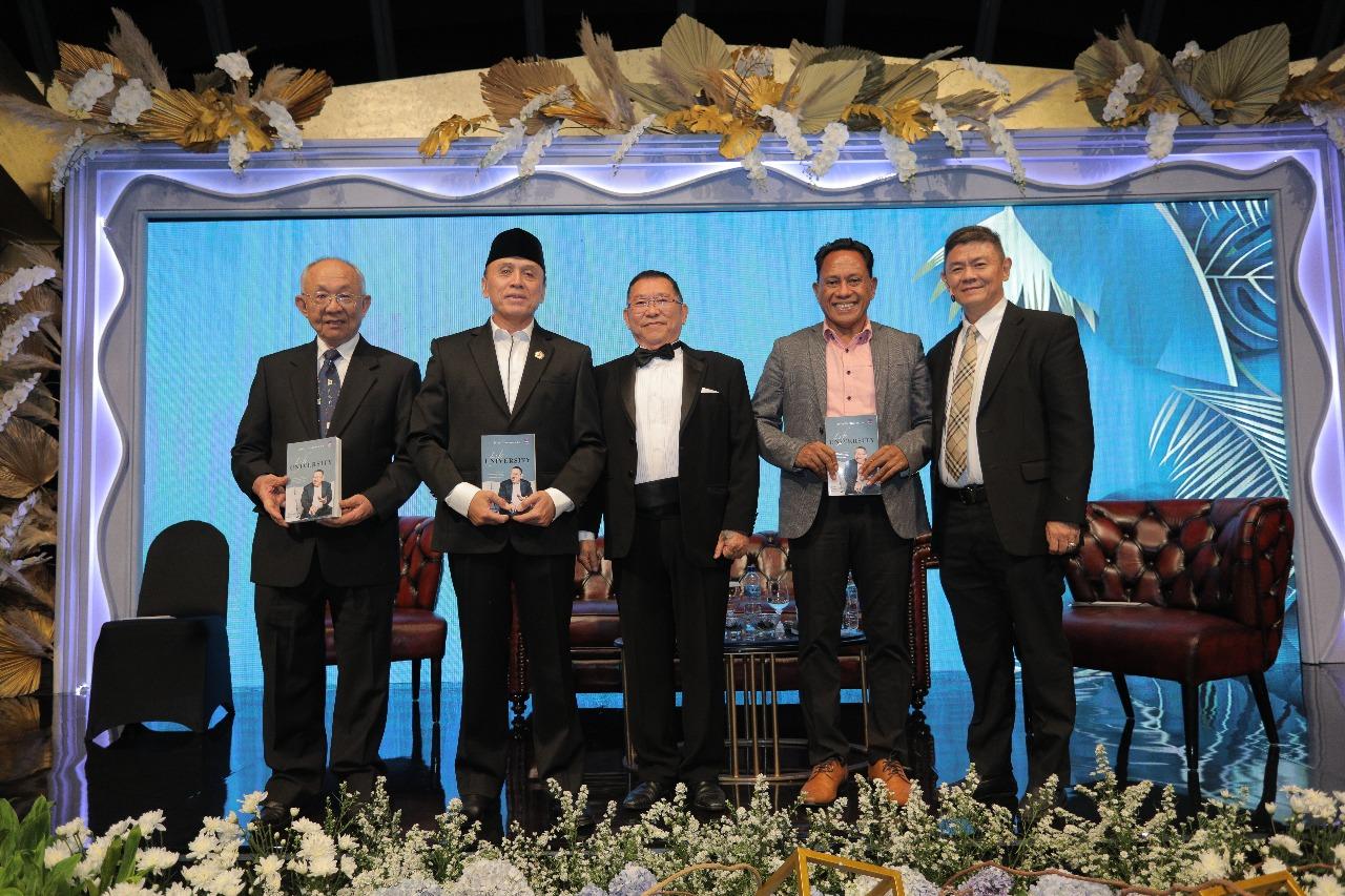 Bung Komar Menjadi Salah Satu Narasumber Peluncuran Buku Biografi Jerry Hermawan Lo (Owner JHL Grup).