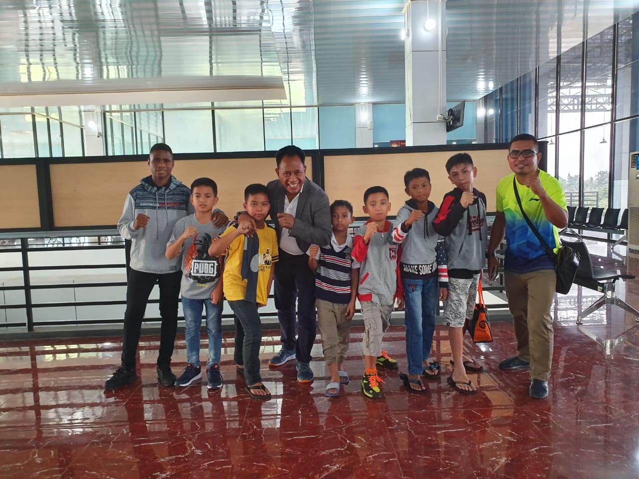 Bung Komar bersama Tim PBSI Kabupaten Asmat